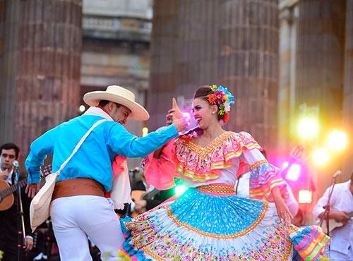 bailes tipicos de la region andina